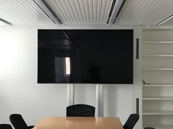 Installation TV 85″ – 216cm chez Sinergy SA